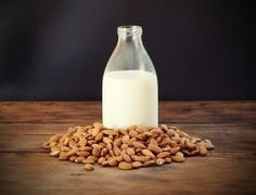 Make your own almond milk with the Moms In Charge Recipe! #momsincharge #homemadealmondmilk #healthy   momsincharge.org