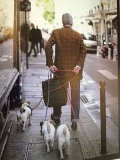How perfectly French, and how perfectly stylish–cuffed jeans, fab blazer, sock less with loafers, a cool bag, walking 3 pooches.