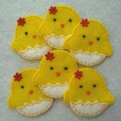 Little Chicken and Egg Felt - could make as a cookie decoration Felt Diy, Felt Crafts, Fabric Crafts, Easter Projects, Easter Crafts, Sewing Projects, Craft Projects, Chicken Crafts, Felt Birds