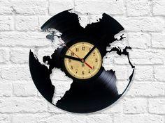 Wohnaccessoires - Globus Vinyl-Schallplatte Uhr - ein Designerstück von Vinyleaters bei DaWanda:
