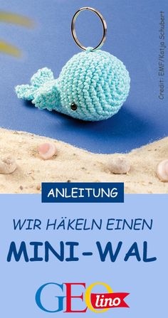 We show you in a guide from EMF Verlag how to crochet a small keychain whale! # crochet # key chain Crochet whale GEOlino geolino Basteln mit Kindern We show you in a guide from EMF Verlag how to crochet a small keychain whale! Crochet Gifts, Diy Crochet, Crochet Hooks, Crochet Whale, Crochet Bunny, Crochet Keychain, Crochet Earrings, Stitch Crochet, Crochet Mobile