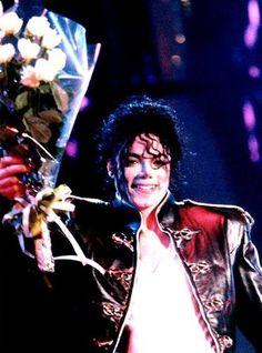マイケル・ジャクソンはロサンゼルスの時間で6月25日の14時26分、日本時間では6月26日の6時26分にロサンゼルスで亡くなりました。この時間に黙祷しましょう。