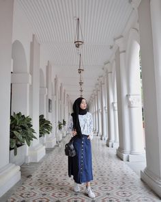 596.9k Followers, 1,029 Following, 1,341 Posts - See Instagram photos and videos from Erlinda Yuliana (@joyagh) Hijab Jeans, Ootd Hijab, Hijab Dress, Modern Hijab Fashion, Hijab Fashion Inspiration, Muslim Fashion, Skirt Ootd, Casual Hijab Outfit, Fashion Outfits