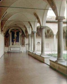Das Kunstwerk View of the Cloister of S. Antonino with the 'Crucifixion with St. Dominic' - Fra  Angelico liefern wir als Kunstdruck auf Leinwand, Poster, Dibondbild oder auf edelstem Büttenpapier. Sie bestimmen die Größen selbst.