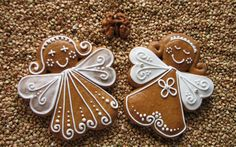 Gingerbread angel cookie -- idea for Christmas ornament Gingerbread Decorations, Christmas Gingerbread, Noel Christmas, Christmas Goodies, Christmas Desserts, Christmas Treats, Christmas Baking, Gingerbread Cookies, Christmas Ornament