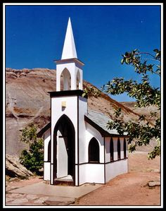 World's Smallest Church, Drumheller, Alberta. Leah tried to lead us in a service but others had been there before us and we were experiencing something other than a heavenly high! Church Windows, O Canada, Drumheller Alberta, Church Building, Largest Countries, Free Things To Do, Place Of Worship, Before Us, Small World