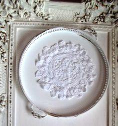 Tabletts - Vintage.Shabby.Tablet in Weiß gestrichen. - ein Designerstück von Vintage--Kiosk bei DaWanda