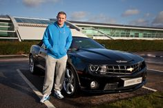 맨체스터 유나이티드 선수 웨인 루니(Wayne Rooney)가 자신의 차 쉐보레 카마로에 만족한다고 인터뷰에서 밝혔습니다.