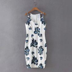 Vestido Branco Com Rosas Azuis