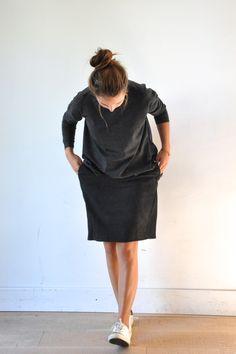 """le dimanche 14 septembre 2014 : Clé porte :un pull gris (a punto b) et une jupe """"déformée"""" en chevrons noirs (VDJ)"""