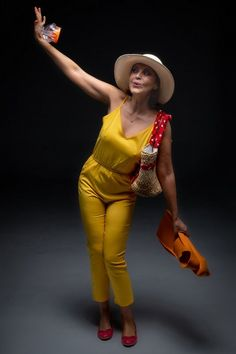 «Το λαμπρό διαζύγιό μου» της Τζεραλντίν Άρον – Η επιτυχία συνεχίζεται από την Παρασκευή 6 Νοεμβρίου – My Review Theatre, Capri Pants, Jumpsuit, Dresses, Style, Fashion, Overalls, Vestidos, Swag