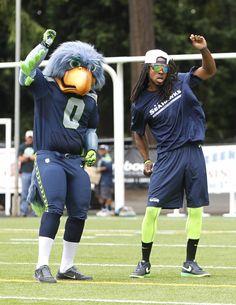 Seahawks Blitz | Seattle Seahawks mascot Blitz and Richard Sherman show off their dance ...