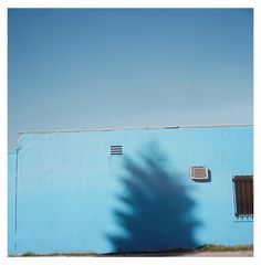 George Byrne uses Los Angeles to study loneliness Minimal Photography, Types Of Photography, Inspiring Photography, Pantone, British Journal Of Photography, Loneliness, Photojournalism, Documentaries, Minimalism