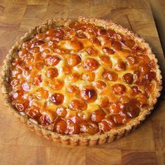 Alsatian tart with mirabelle plums , French Desserts, Köstliche Desserts, Delicious Desserts, Dessert Recipes, Sweet Pie, Sweet Tarts, French Patisserie, Thermomix Desserts, Food Humor