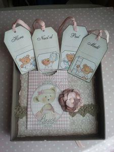 Caja  de Nacimiento, en las etiquetas podemos guardar sus datos y en la caja su primer chupete, su pulsera del hospital, etc...