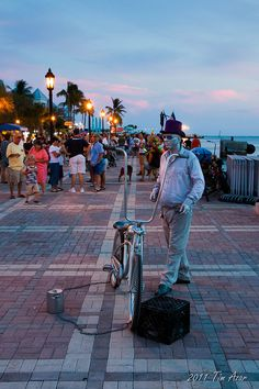 Mallory Square Key West Sunset (you have to spend one sunset here during your KW visit) Key West Florida, Florida Keys, Vacation Destinations, Dream Vacations, Vacation Spots, Florida Vacation, Florida Travel, Key West Sunset, Key West Vacations