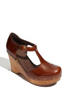 not usually an Uggs fan, but i do like these Ugg Chrissie clogs