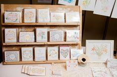 Card display stand Market Displays, Art Market, Diy Cards, Advent Calendar, Stationery, Greeting Cards, Holiday Decor, Crafts, Google
