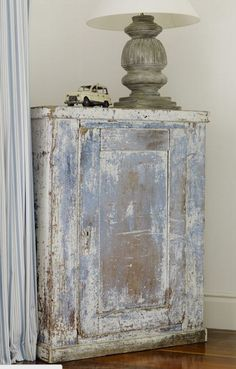 Zukünftige Projekte Antique Cupboard with personality - Minnie Peters Kitchen Organization Ideas Art Weathered Furniture, Primitive Furniture, Chalk Paint Furniture, Hand Painted Furniture, Distressed Furniture, Shabby Chic Furniture, Furniture Projects, Furniture Makeover, Vintage Furniture