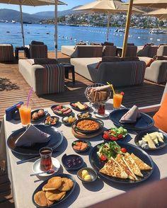 Nadire Atas on Dining Al Fresco ☼ ☼ Cafe Food, Food N, Good Food, Food And Drink, Yummy Food, Healthy Desayunos, Healthy Recipes, Food Goals, Breakfast In Bed