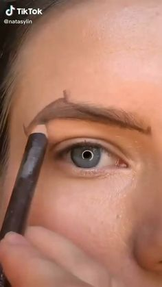 Makeup Tutorial Eyeliner, Easy Makeup Tutorial, Eyebrow Makeup, Eye Shape Makeup, Eye Makeup Steps, Casual Makeup, Simple Makeup, Black Girl Makeup, Girls Makeup
