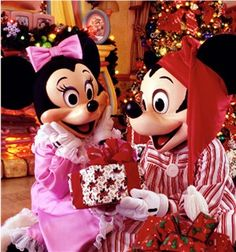 Guide to all of the Disney Holiday Celebrations (much more than just Mickey's Very Merry Christmas Party)