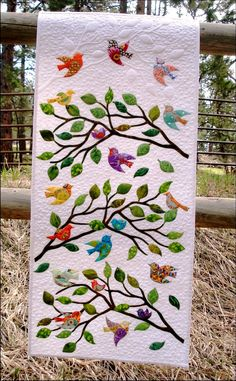 Vögel einer Feder Quilt Pattern-Accuquilt - Birds of a Feather Quiltmuster von JoAnn Hoffman für Accuquilt - Patchwork Quilting, Applique Quilts, Bird Applique, Small Quilts, Mini Quilts, Diy Quilt, Vogel Quilt, Quilt Modernen, Tree Quilt