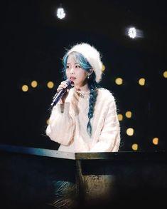 I've never seen someone so ethereal Cosmic Girl, Korean Girl, Asian Girl, Park Bo Gum, Iu Fashion, Celebs, Celebrities, Korean Beauty, Korean Singer