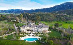 Esta mega espectacular propiedad de estilo francés en el exclusivo Thousand Oaks, California sale al mercado con un precio de $18.9 millones – MEGA RICOS