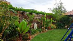 Captivating Fake Bamboo Fencing Ideas 7 Considerate Clever Ideas: Small Fence Diy fence panels i Brick Fence, Concrete Fence, Front Yard Fence, Bamboo Fence, Fence Stain, Metal Fence, Front Yards, Backyard Fences, Garden Fencing