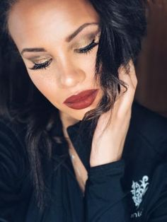 Play it up with a Younique golden eye and a bold lip for the weekend!