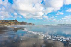 #bethellsbeach #nz #landscape #beachphotographers #beachphotochallenge #cloud #scenic #nzmade #mountains #mountainphoto #newzealandphotographer Mountain Photos, Mountain S, Beach Photos, Auckland, New Zealand, Challenges, Clouds, Landscape, Water