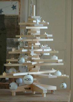 Une déco de sapin de Noël qui sublime le bois