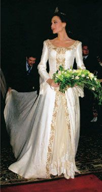 boda de Juncal Rivero y Fredik Alm - Cerca amb Google Modest Wedding Dresses, Elegant Dresses, Ball Dresses, Ball Gowns, Bridal Gowns, Wedding Gowns, Fairytale Gown, Royal Clothing, Royal Weddings