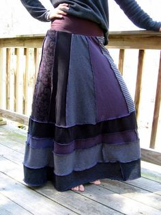 Upcycled Tshirt Skirt: Hmmmm, not sure about this one, but it looks comfy. Diy Clothing, Sewing Clothes, Hippie Chic, Boho Chic, Recycled T Shirts, Shirt Skirt, Refashion, Dressmaking, Diy Fashion