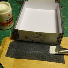Recouvrir une boite avec du tissu