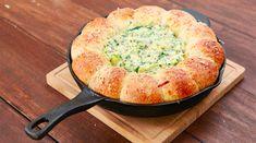 Vous allez adorer cette délicieuse recette de pain fourré à la crème d'épinards et d'artichauts Ingrédients 12 – 14 petites boules de pâte à pain roulées 250 grammes de fromagefrais (St Moret) 100 grammes de parmesan 100 grammes de gruyère 100 grammes de mozarrella 30 grammes de crème fraiche 100 grammes d'artichaut, coupés 2 gousses d'ail 2 cuillères à soupe de basilic 1 cuillère à... Lire l'article