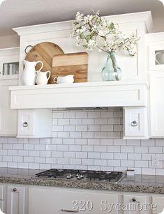 Modern Farmhouse Kitchens, Farmhouse Kitchen Decor, Kitchen Redo, Kitchen Cupboards, New Kitchen, Home Kitchens, Kitchen Remodel, Kitchen Design, Kitchen Ideas
