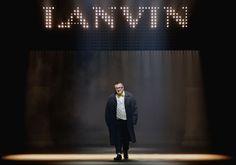Vem saber mais sobre a saída do estilista Alber Elbaz da Lanvin!