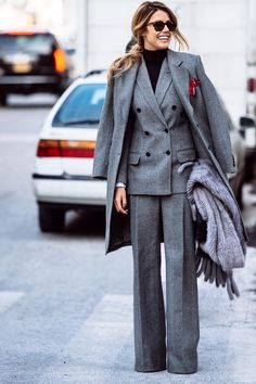 Exploring Fashion Insiders, Style, Beauty, and Travel Destinations. Street-Style / Street-Fashion By Jason Jean. Business Outfit Frau, Business Outfits Women, Paar Style, Suit Fashion, Fashion Outfits, Gothic Fashion, Korean Winter Outfits, Suits For Women, Clothes For Women