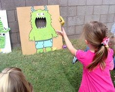 Monster Party   Monster Tutorial- this would be fun for therapy! Toss words into the mouth.