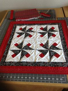 Review photo 1 Star Quilts, Mini Quilts, Quilt Blocks, Cathedral Window Quilts, Cathedral Windows, Hand Quilting, Machine Quilting, Pattern Blocks, Quilt Patterns