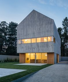 baseArquitetura completes house in espinho with board formed concrete façades