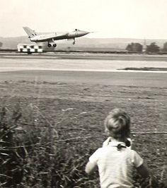 the Avro 707, 1963 (via)