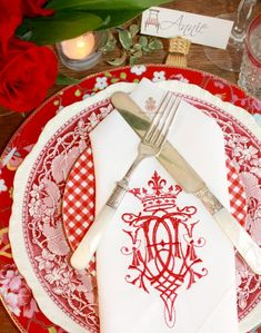 Add elegance to your gracious table with this beautiful White European Linen napkin. A stunning embroidered Royal Crest will bring personality and charm to your table. Beautiful luxury quality, wonderful hand, these napkins just get better with age. A perfect host or hostess gift to present, you'll be asked back Machine wash gentle, dry on lowest temp, iron if desired. Measure: 17 x 17. Sold in a set of 4. Shipped as they are in stock, thesemay take 12 weeks to ship if out of stock I'l
