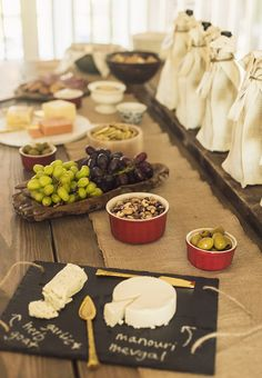 Hosting a Wine Tasting Party (with free printables! Wine Tasting Near Me, Wine Tasting Events, Wine Tasting Party, Wine Parties, Wine And Cheese Party, Wine Cheese, Wine Coolers Drinks, Sweet White Wine, Spanish Wine