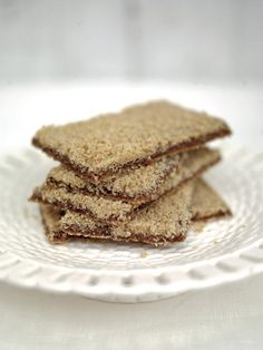 Jamie Oliver --> Ultimate gingerbread --- his will be some of the best gingerbread you'll ever eat! Yummy Treats, Sweet Treats, Yummy Food, Bread Recipes, Cookie Recipes, Cheesecake Recipes, Baking Recipes, Biscuits, Edible Gifts