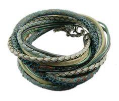 Blauw wit (5003) - Mooie wikkelarmband in de kleuren wit, goud en beige (slangenprint). De wikkelarmband is gemakkelijk te sluiten door middel van het kettinkje.