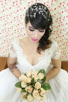 Ateliê Edvania Santos.  A arte em costuras e bordados.  Onde o seu vestido dos sonhos de torna realidade. Vestidos sob medida exclusivo pra você noiva que deseja algo único e muito especial.