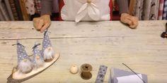 Come fare dei simpatici gnometti natalizi con rocchetti, palline di legno e pannolenci. Semplici da fare e il video tutorial è chiarissimo e in italiano.